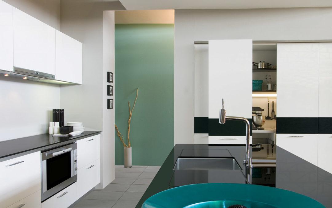 Οι γυαλιστερές επιφάνειες της κουζίνας σας και πώς να τις καθαρίσετε