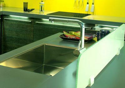 jazz: securite glass backsplash on worktop, in aluminum support