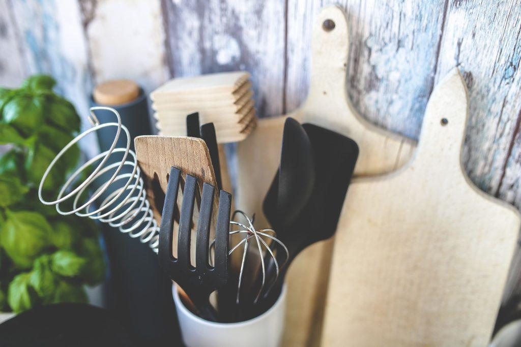 θήκη με εργαλεία κουζίνας