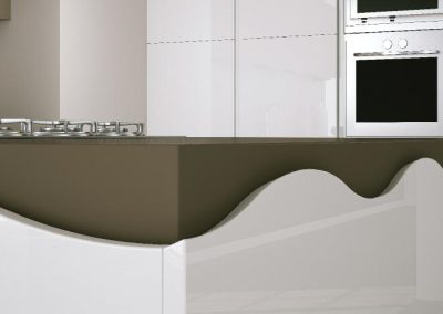 otzias gloss: waved fronts provide a quite modular appearance